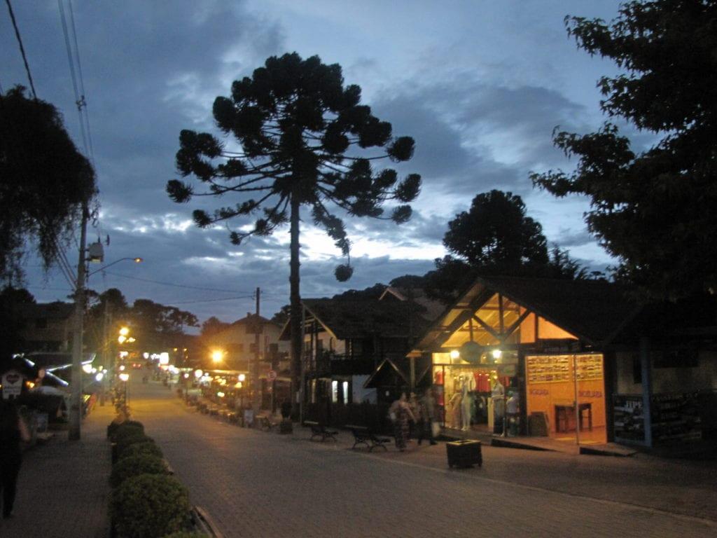 Monte Verde - Avenida Monte Verde, em Monte Verde - Foto: Marden Couto/TM