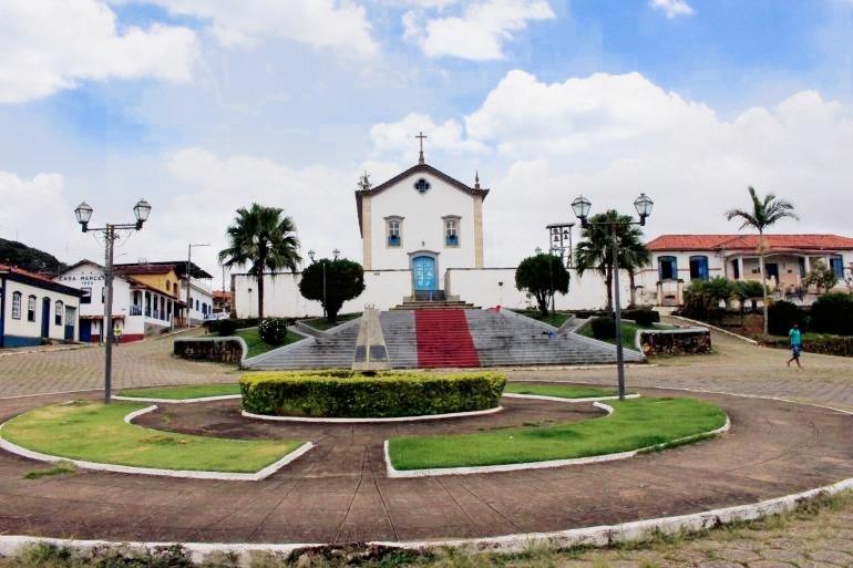Igreja Matriz de Sant'ana, na Praça Aristides de Araújo Teixeira, em Santana dos Montes | Foto: Marden Couto
