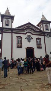 Populacao em frente a Igreja Matriz de Nossa Senhora da Conceição