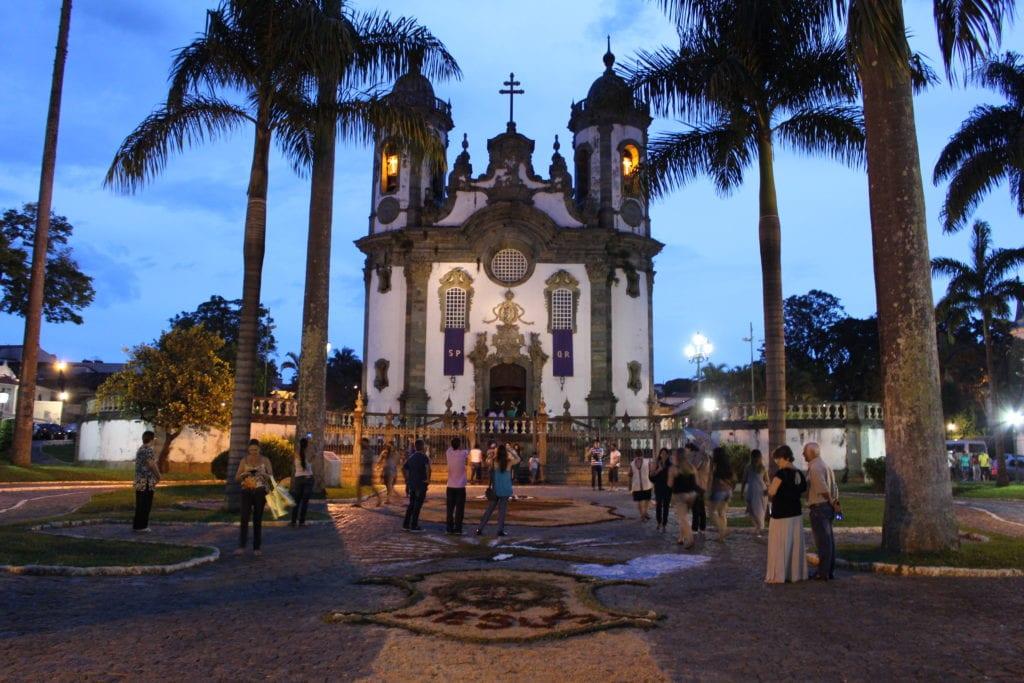 Tapetes em frente à Igreja de São Francisco de Assis, em São João del-Rei - Foto: MardenCouto / Turismo de Minas
