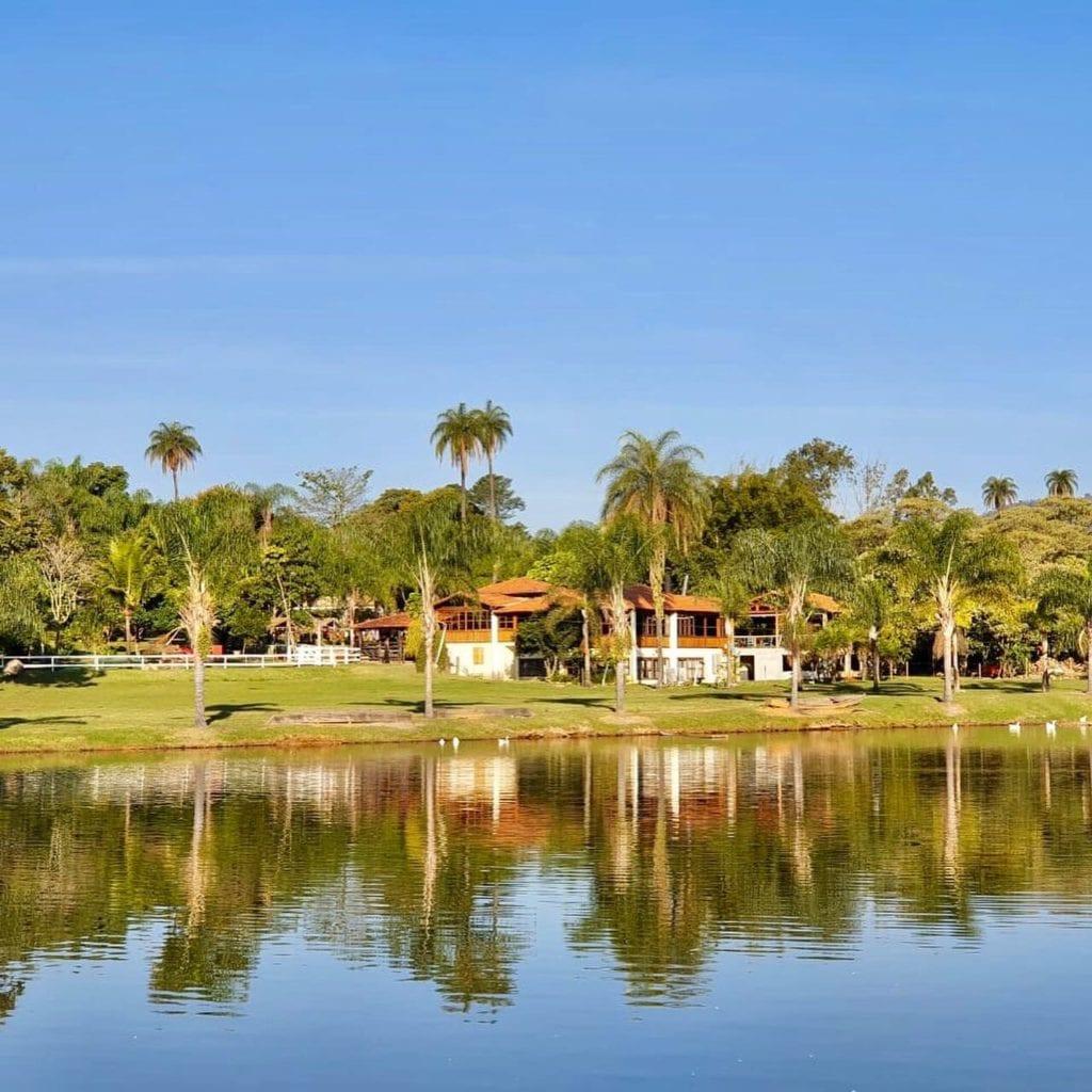 O hotel fazenda Igarapés, é um dos associados da AMIHLA e um dos empreendimentos parceiros do Guia de Hotéis do portal Turismo de Minas